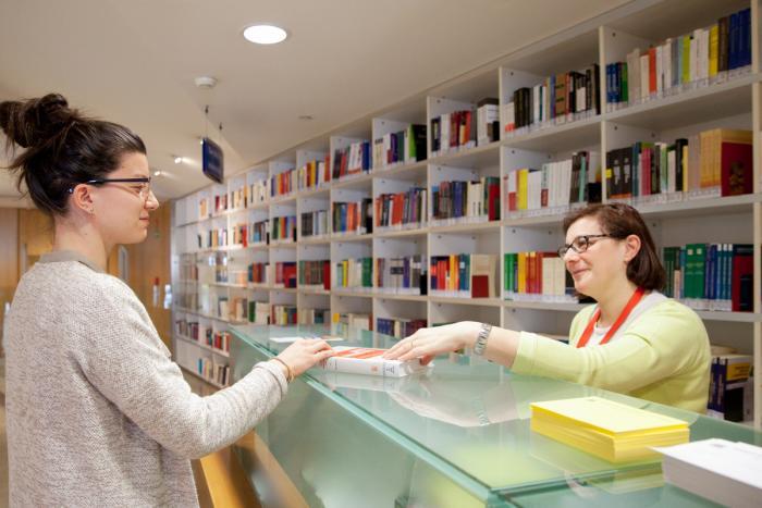 Biblioteca di Economia_Desk